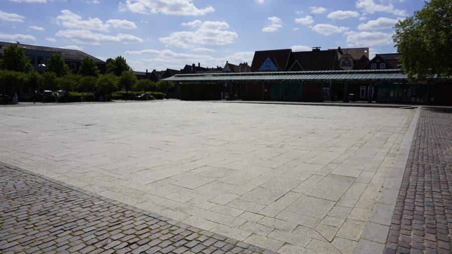 Platz am Sande in Stade, Blick aus Richtung der Archivstraße, Mai 2020