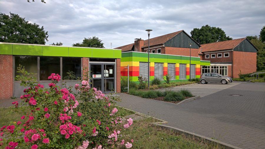 Grundschule Bockhorster Weg, Stade, Blick auf das Gebäudeensemble, Offene Ganztagsschule mit freiwilliger Ganztagsbetreuung