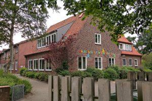 Grundschule Wiepenkathen in Stade, Blick Alte Dorfstraße, Offene Ganztagsschule mit freiwilliger Ganztagsbetreuung