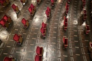 Kultur in der Corona-Krise: Der Zuschauerraum des Berliner Ensemble von 700 auf 200 Plätze geschrumpft