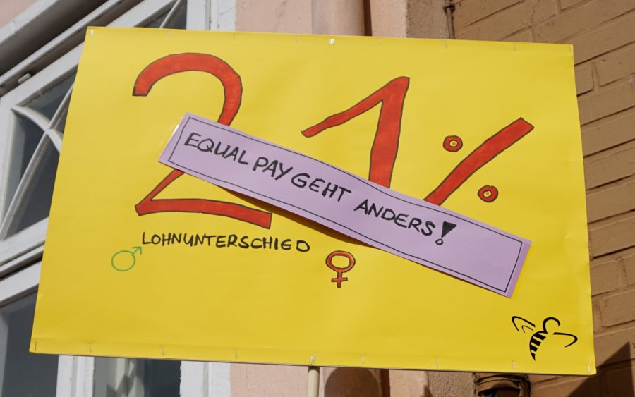 Protestschild: Equal Pay geht anders - 21 Prozent Lohnunterschied