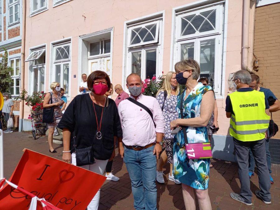 Petra Tiemann, Kai Koeser, Silke Ochmann in Stade zum Equal Pay Day am 1. August 2020