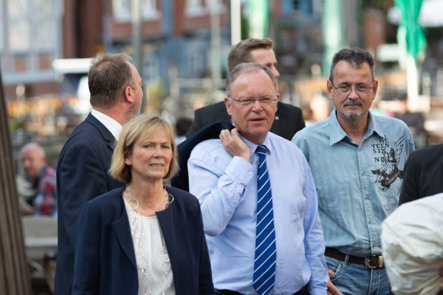 Kai Holm mit Bürgermeisterin a.D. Silvia Nieber, Ministerpräsident Stephan Weil, Cuxhavens OB Uwe Santjer