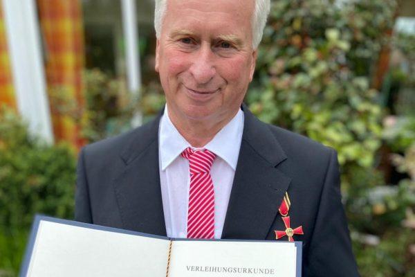 Hans Blank mit Bundesverdienstkreuz