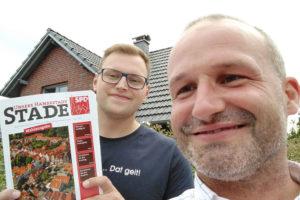 SPD Hansestadt Stade unterwegs in Stade bei Tür zu Tür Besuchen, im Bild sind Philipp Lausch und Kai Koeser